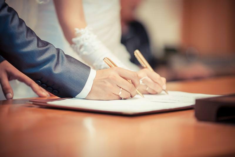 В России приостановят регистрацию браков