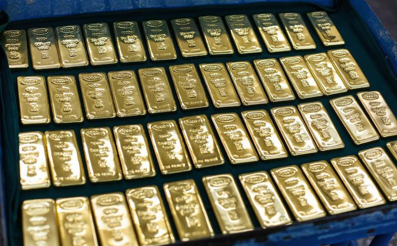 Грузчики нашли в аэропорту Шереметьево золотые слитки