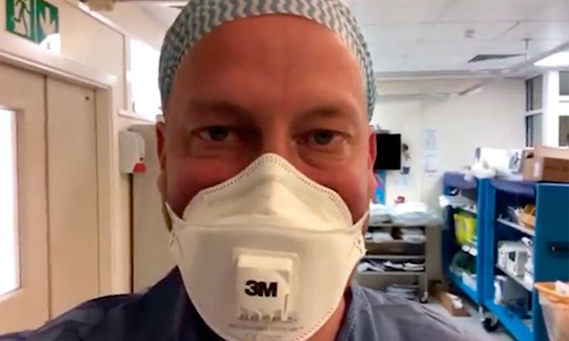 В Великобритании врач вернулся к работе, тяжело переболев COVID-19