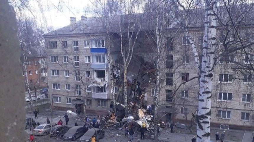 Три этажа жилого дома разнесло взрывом в подмосковном Орехово-Зуево