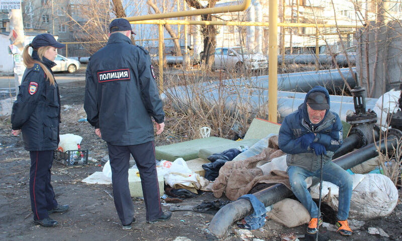 Бездомному в Москве выписали штраф за то, что он не сидел дома