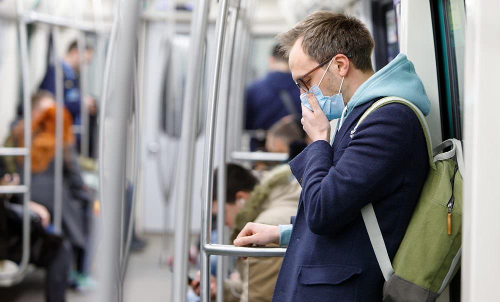 Эксперт спрогнозировал самый вероятный сценарий развития коронавируса в России