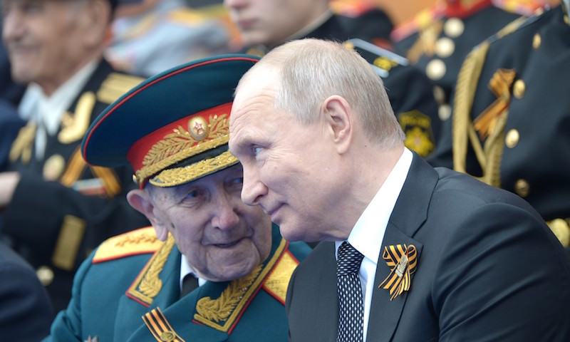 Президент Путин принял решение о переносе празднования 9 Мая