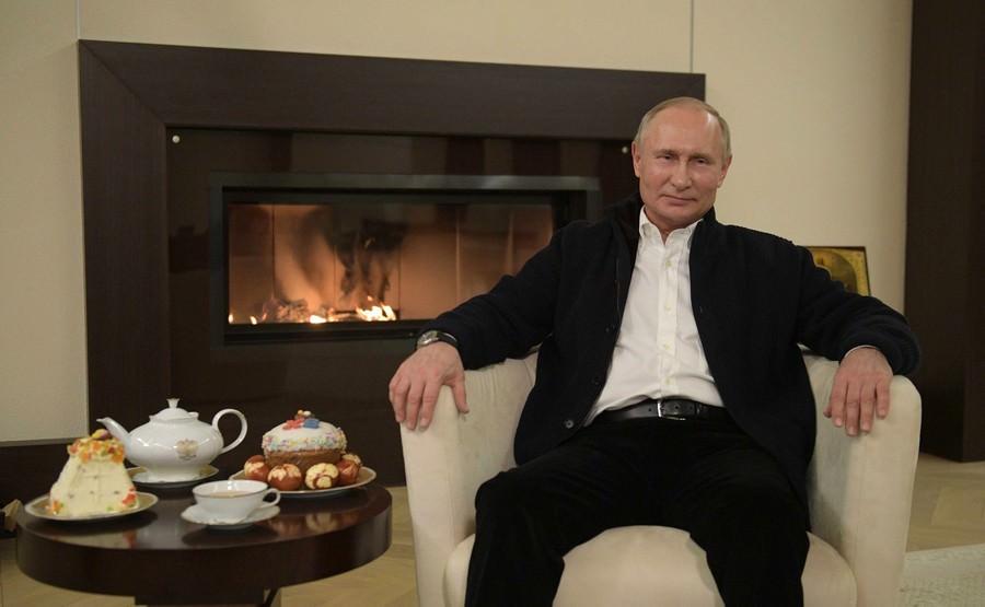 Путин посвятил пасхальное поздравление теме борьбы с коронавирусом