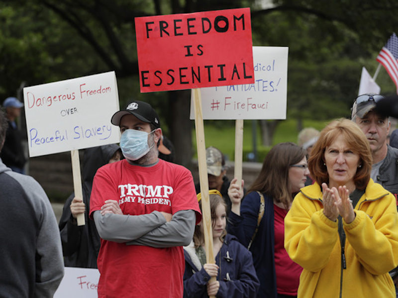 В США начались массовые протесты с требованием отменить карантин