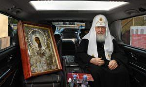Патриарх проехал по МКАД с иконой и молитвой об избавлении от коронавируса