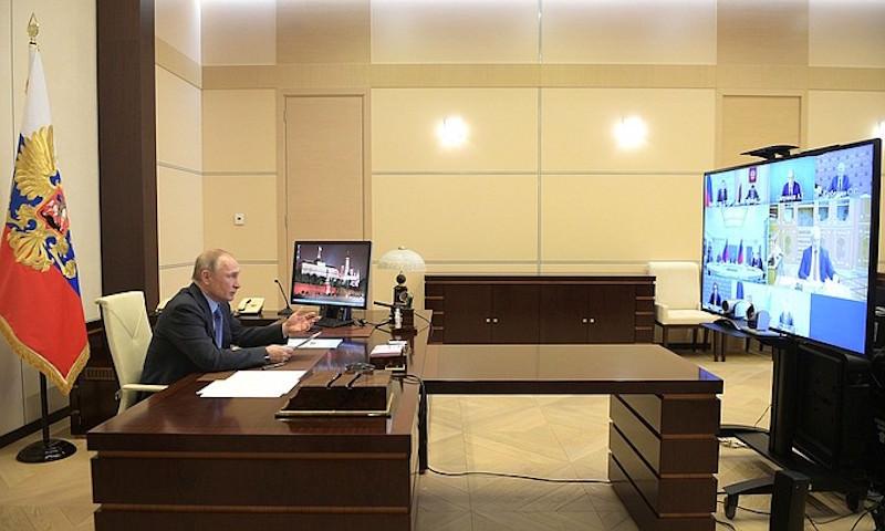 Путин дал регионам 200 миллиардов на спасение экономики в условиях пандемии