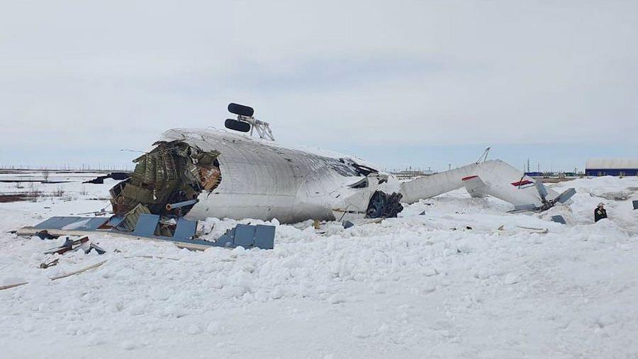 Развалился на части: момент жесткой посадки Ми-26 на Ямале сняли на видео