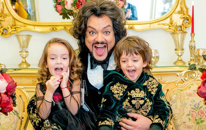 Дети Филиппа Киркорова трогательно поздравили его с днем рождения