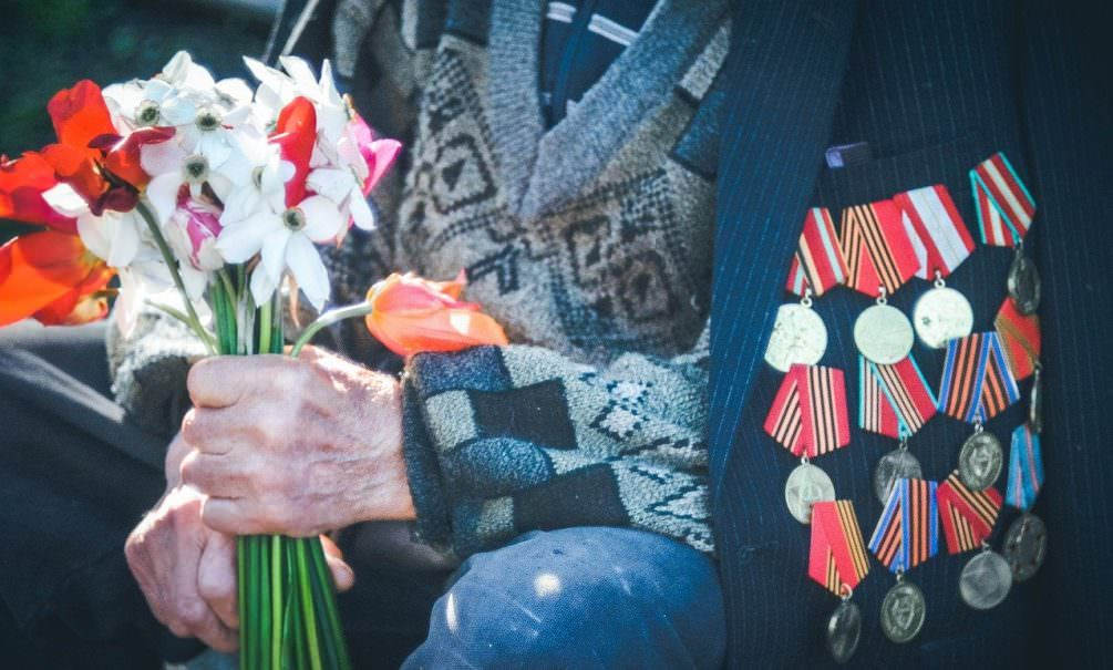 Выяснилось, кто подарил 99-летней труженице тыла к 9 Мая просроченные консервы и старый чай