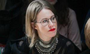 «Смотреть невыносимо?»: Собчак высмеяла чиновников, разрешивших работу салонам красоты