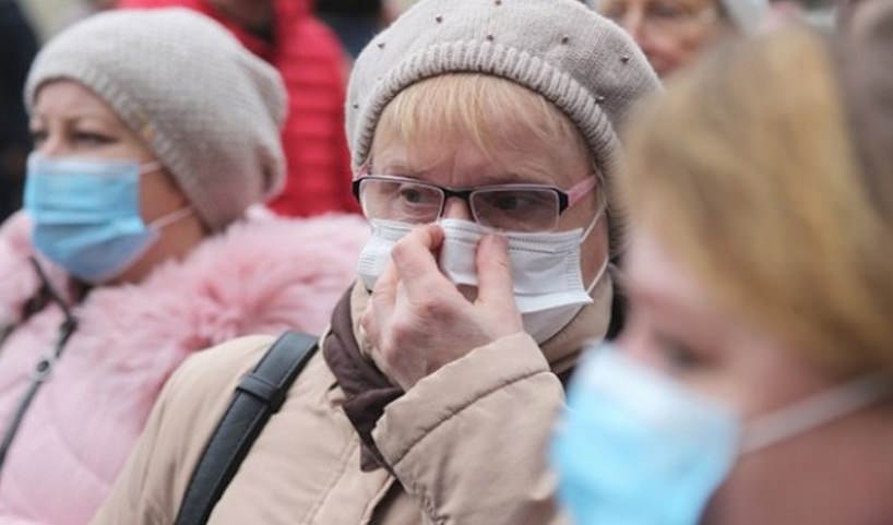 Российский вирусолог назвал сроки победы над коронавирусом в стране
