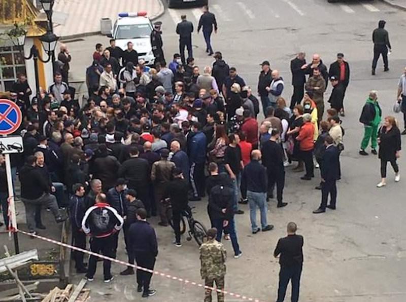 Жители Владикавказа вышли на митинг против самоизоляции