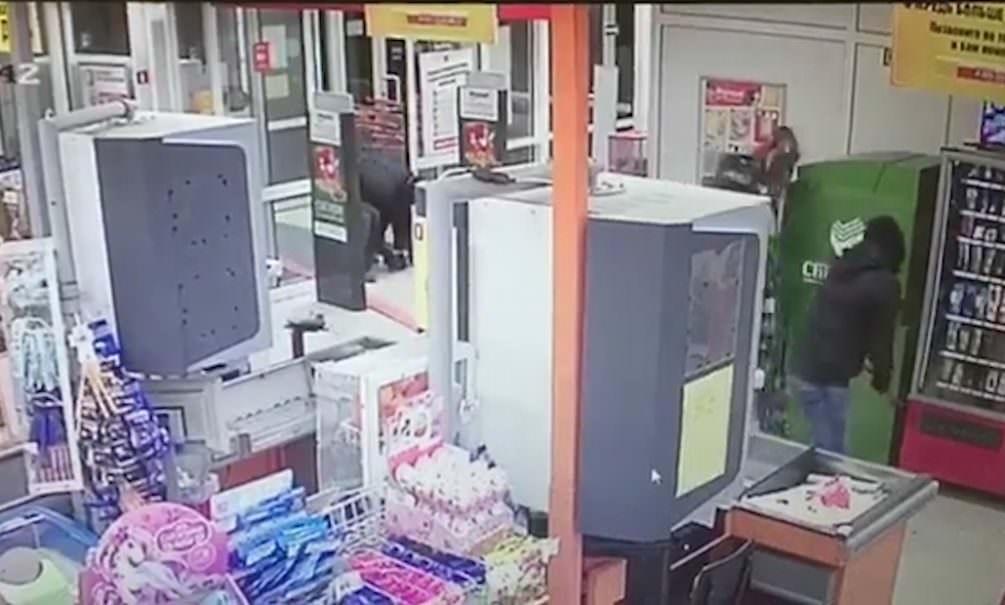 Обнести за 30 секунд: грабители молниеносно похитили банкомат в селе под Екатеринбургом