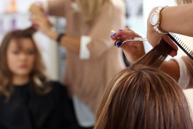 Наводим красоту: в Москве разрешили работать салонам красоты, баням и саунам