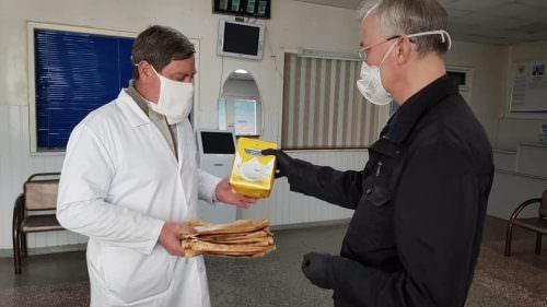 Депутат Госдумы Олег Шеин передал партию респираторов больницам Астрахани