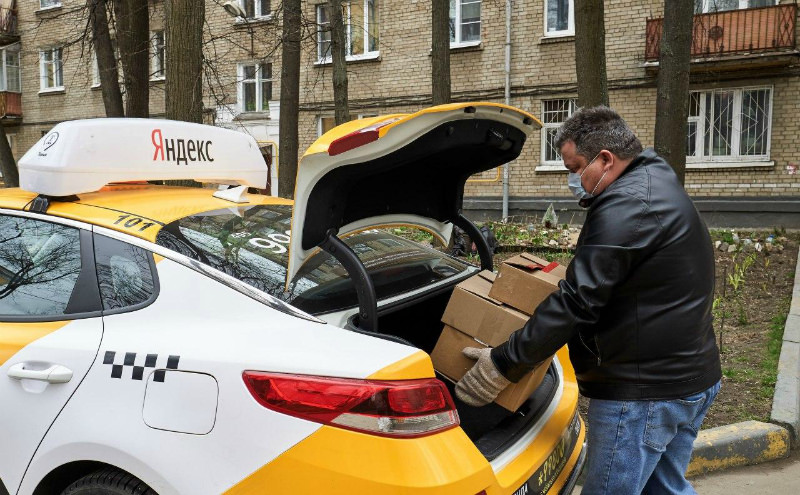 «Теперь отсчитывают ровно 139 рублей»: как изменился рынок такси за время пандемии