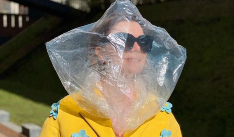 Оборона от короны: жена Петросяна вышла с пакетом на голове