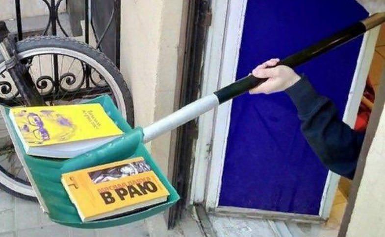 В Петербурге из-за коронавируса книги стали продавать с лопаты