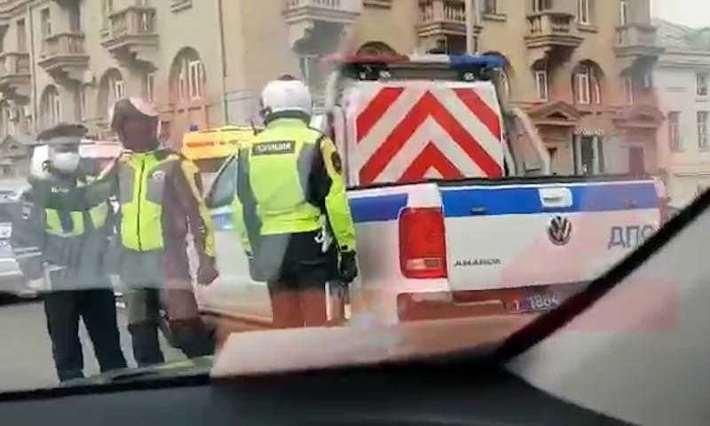 Курьер службы доставки еды захватил заложников в банке в центре Москвы