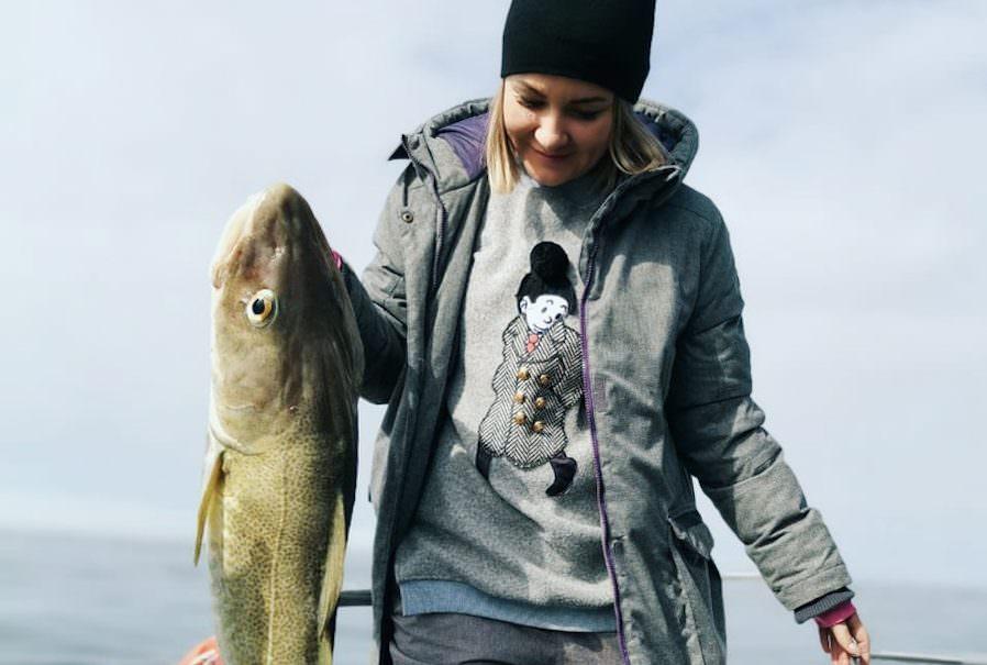 Чиновники выложили селфи с рыбалки на самоизоляции, оказалось со