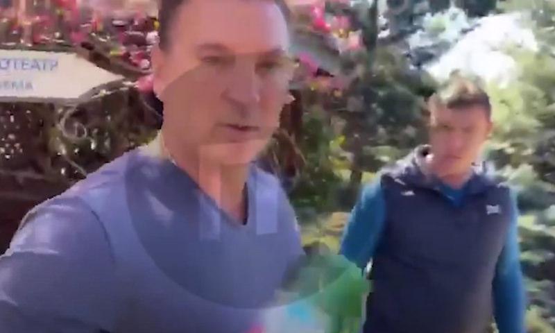 Женщина напомнила крымскому бизнесмену о карантине и получила бутылкой по голове