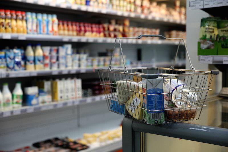 Стало известно, какое количество россиян экономит на еде на самоизоляции