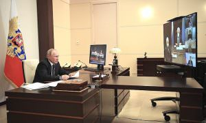 Как брошенная Путиным ручка превратилась главного героя российских новостей