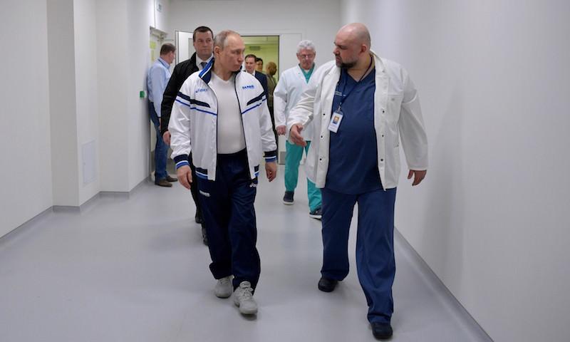 Конфликт Путина и главврачей: сколько денег должны получать медики?