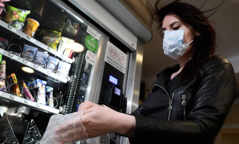 Метрополитен в Москве продает пассажирам маски и перчатки с наценкой в сотни или тысячи процентов