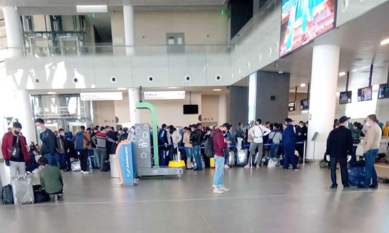 Власти Узбекистана начали вывозить своих граждан из России домой
