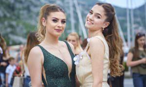 Выпускные вечера в России могут пройти вживую: за и против