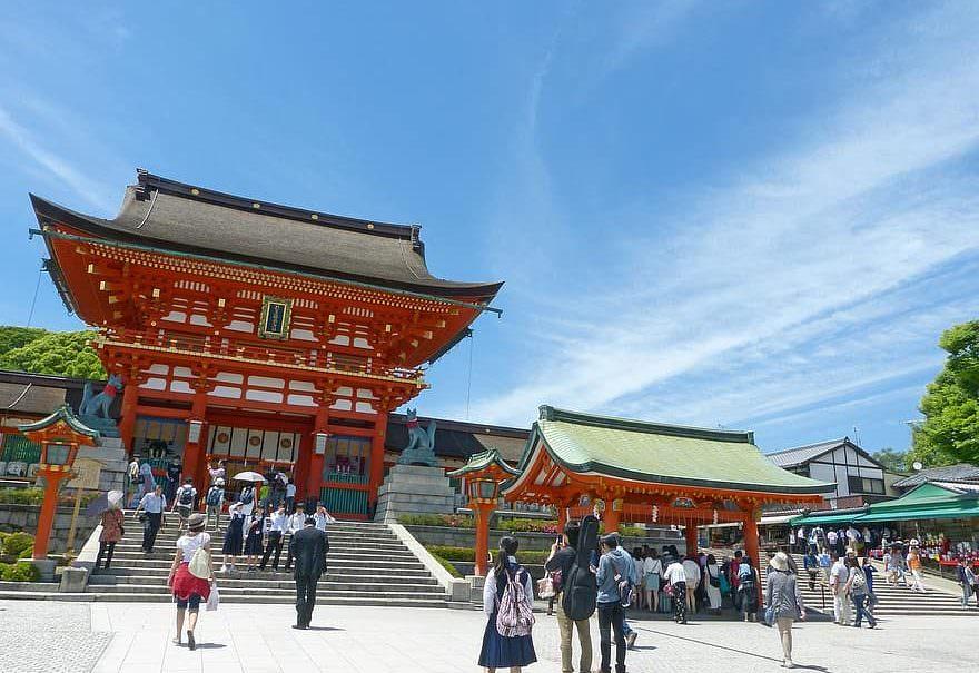 Япония будет доплачивать по $185 в день путешествующим по стране туристам