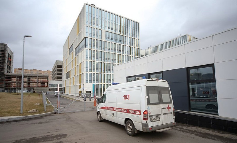"""""""Куда делись наши деньги?"""" Младший персонал больницы в Коммунарке написал Путину"""