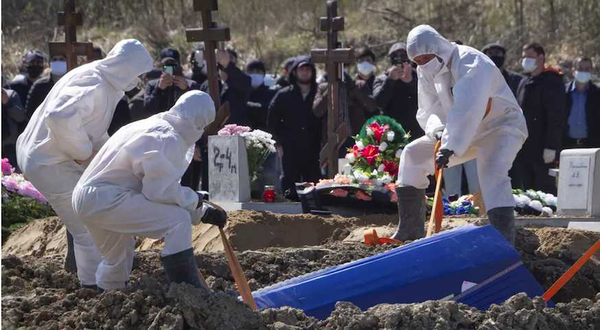 Из-за смертности в России развязалась международная битва журналистов и чиновников