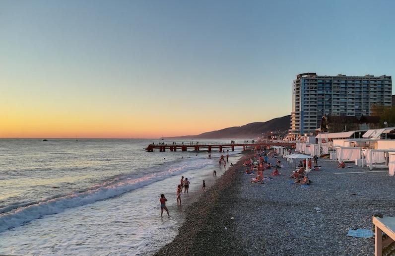 «Отдохнуть в любимой стране»: в правительстве назвали условия для открытия российских курортов