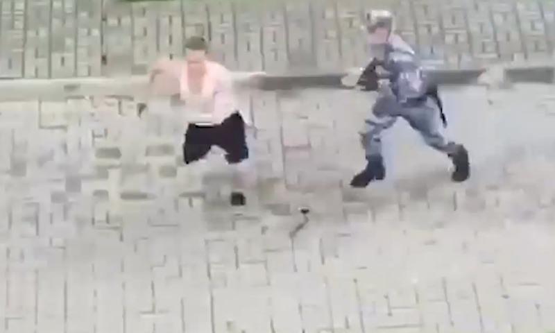 Видео безумной погони росгвардейцев за нарушителем карантина стало хитом в сети