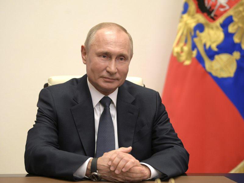 Владимира Путина засняли голосующим за поправки в Конституцию
