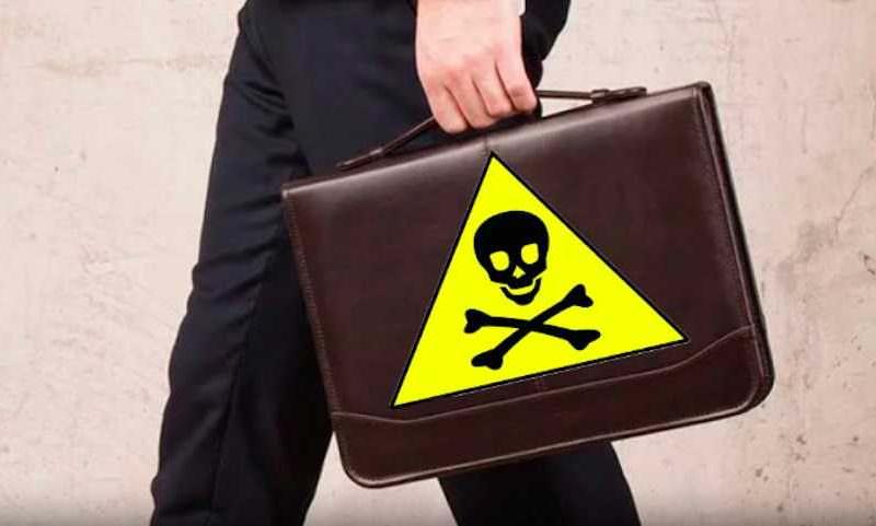 В Чехии раскрыли личность российского дипломата - «отравителя» с чемоданом яда