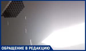 Ливень с потолка лифта: жители московского ЖК рассказали о проблемах в новом доме