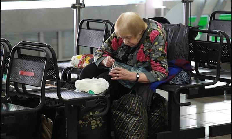 Семь лет в аэропорту Иркутска: 69-летняя женщина живет в зале ожидания и отказывается от помощи