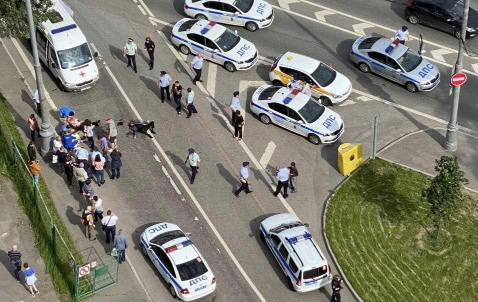 Двое полицейских тяжело ранены при стрельбе на Ленинском проспекте в Москве