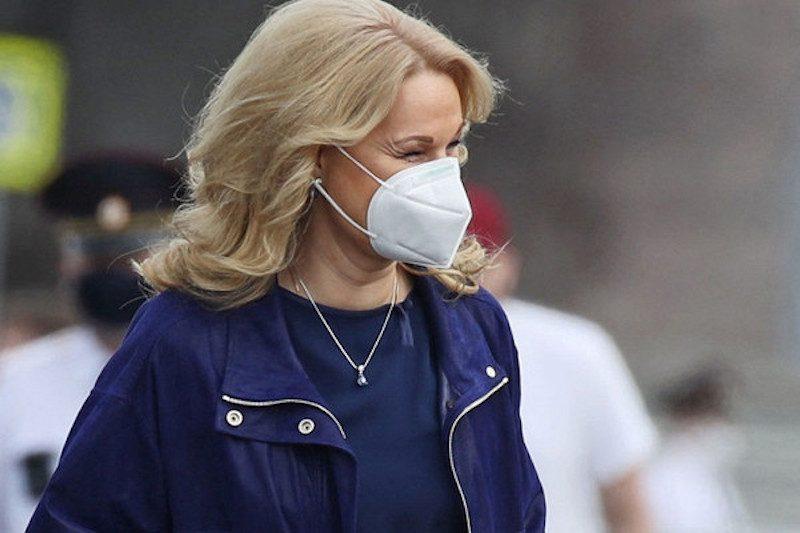 «Вирус никуда не уходит»: Голикова предупредила, что россиянам и осенью придется носить маски