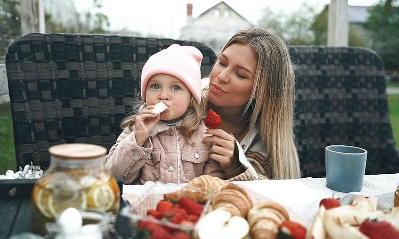 «Не решайте за ребенка»: Дакоту осудили за желание сделать двухлетнюю дочь вегетарианкой