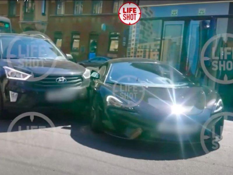 Петербургский бизнесмен помял спорткар за 20 млн рублей, исполнив лихой поворот