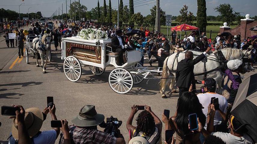 Два белых коня, золотой гроб, одинокий киргиз: мир попрощался с американским воришкой