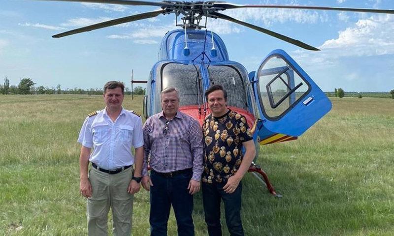 Оскандалившийся на коррупционном строительстве бывший чиновник выложил фото с ростовским губернатором из дорогого вертолета