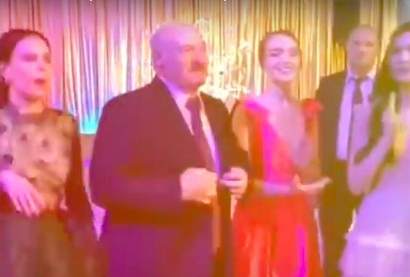 Танцующий с выпускницами Лукашенко попал на видео