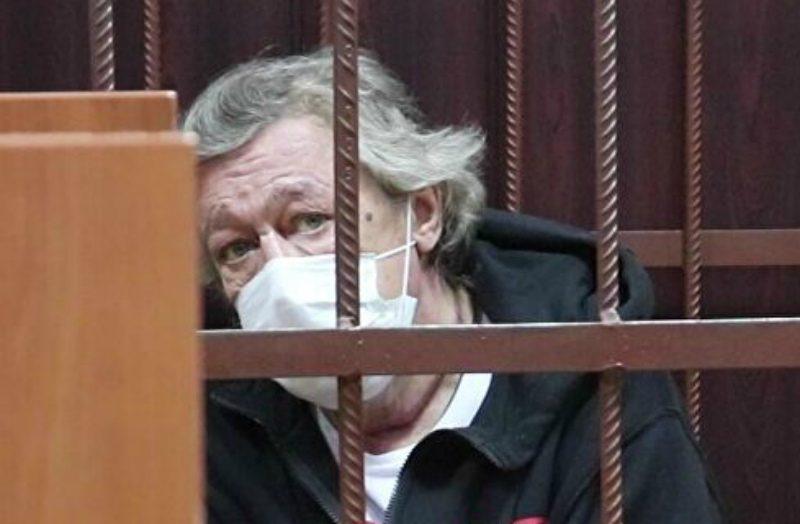 Адвокат сообщил о сердечном приступе у Михаила Ефремова