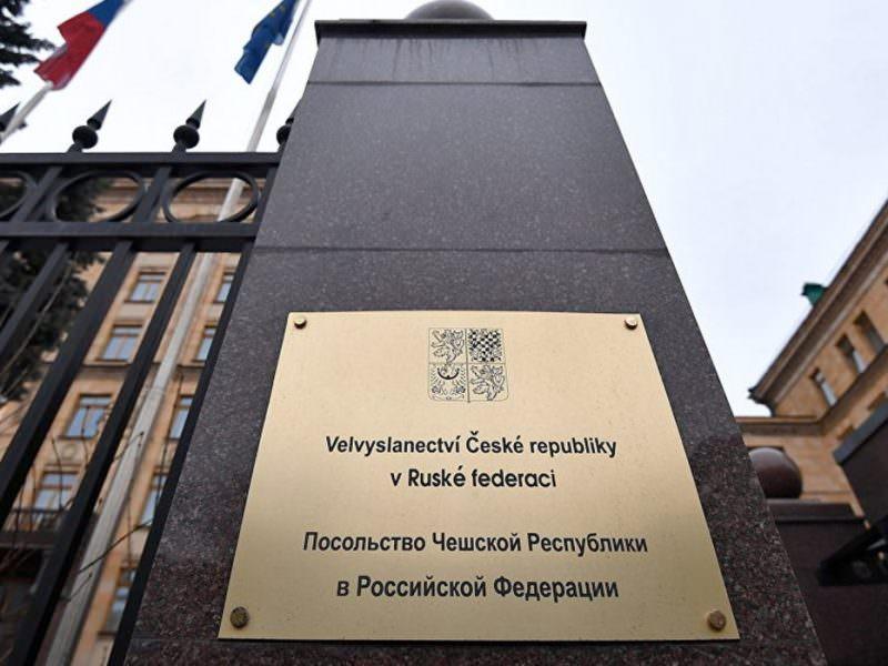 «Ответка» МИД РФ: двух сотрудников посольства Чехии выставляют из России